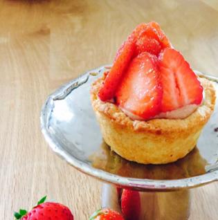 brilliantes Erdbeer-Schokoladen-Törtchen