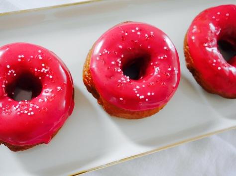 knallige klassische Donuts