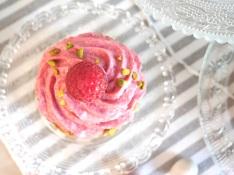 Himbeer-Cupcakes mit Pistazien